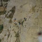 rocciatori in fase di disgaggio