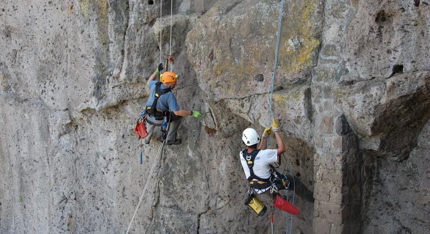 consolidamento costoni e protezione dalla caduta massi